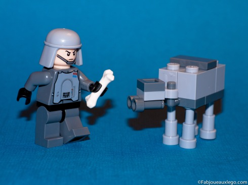 Lego-Star-Wars-Imperial-Officer-AT-AT-Advent-Calendar
