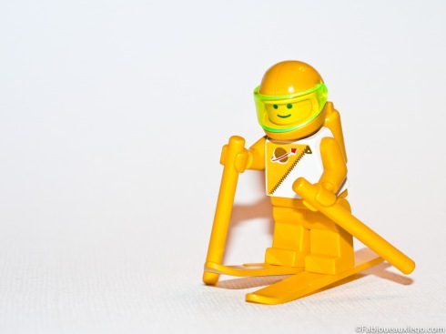 Lego-Yellow-Futuron-Space-Minifigure