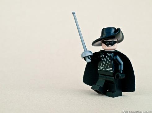 Lego-Zorro-Minifigure